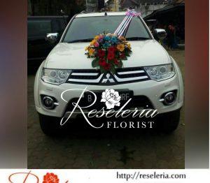bunga di kap mobil pengantin, bunga hias mobil pengantin di bandung, bunga mobil pengantin bandung, Bunga mobil pernikahan bandung, Dekorasi mobil pengantin di bandung, Hias bunga mobil pengantin